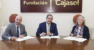 Álvaro Guillén, presidente de LANDALUZ, Antonio Pulido, presidente de la Fundación Cajasol, y Ceferina Mérida, vocal del Patronato de Fundación SEUR
