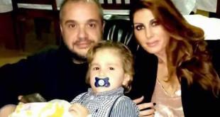 Víctor con sus padres Víctor y María José