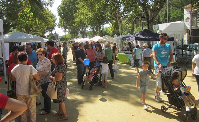 Ambiente en la Feria de las Asociaciones en Carmona / ABC