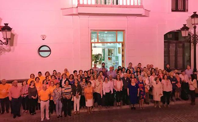 El Ayuntamiento de El Viso se viste de rosa contra el cáncer de mama