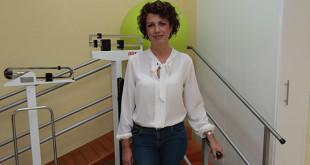 Carmen Fátima Ruíz en la sala de rehabilitación de la asociación / Pepe Ortega
