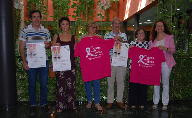 Miembros de la AECC con los delegados Vilches y Sanz / L.M.