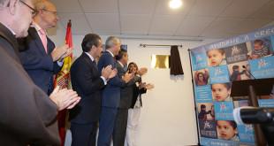La Presidenta de la Junta de Andalucia, Susana Diaz, junto al alcalde de Sevilla, Juan Espadas, inaugura las nuevas instalaciones del Centro de Atencion Temprana Cristo del Buen Fin. FOTO: Vanessa Gómez