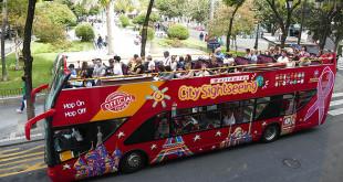 Los autobuses lucen el 19 de octubre un lazo rosa