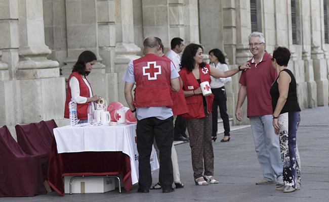 Mesas de la Cruz Roja FOTO: Juan Flores