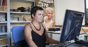 Silvia Gómez en la sede de Oxfam Intermón en Sevilla / L.A.