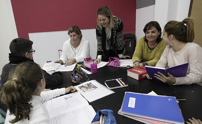 Araceli Muñoz junto a sus compañeras  Marta Fernández, Rosario García y María Jiménez / Juan Flores