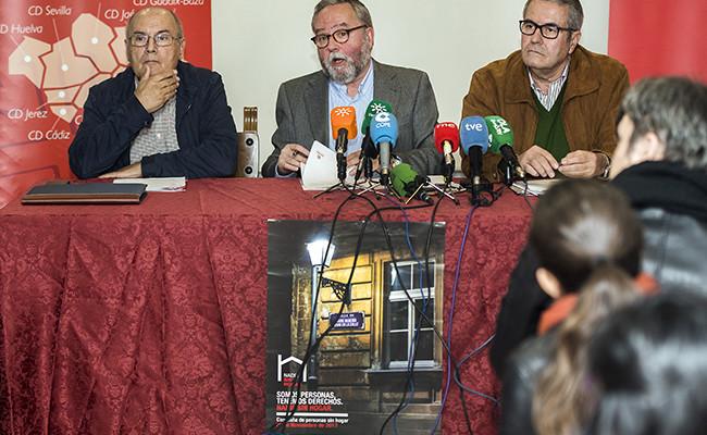 Rafael López-Sidro, vicepresidente de Cáritas Andalucía; Mariano Pérez de Ayala, presidente de Cáritas Andalucía y director de Cáritas Sevilla; y Francisco Domouso, secretario de Cáritas Regional de Andalucía. Foto: Juan José Úbeda