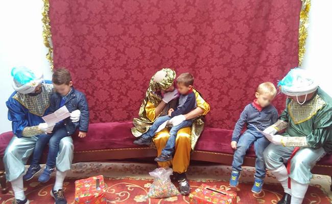 Los niños entregan sus cartas a los Carteros Reales / Hermandad de La Sed