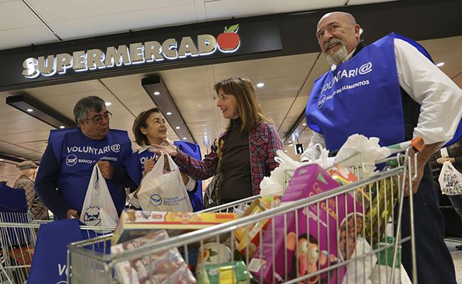 Campaña de recogida del Banco de alimentos en los supermercados.  FOTOS: Rocío Ruz