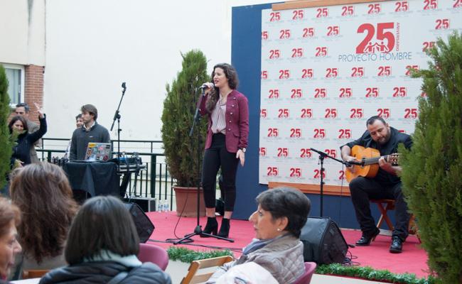 La Fundación Proyecto Hombre celebra su octava zambomba en Triana / L.A.