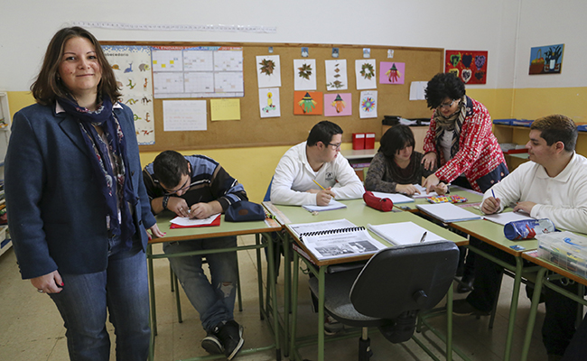 Elena Blasco en una de las clases del colegio de educación especial / Rocío Ruz