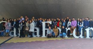 Las entidades participantes posan tras la renovación de Incorpora / Obra Social La Caixa