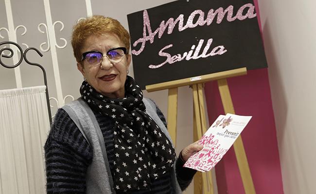 Carmen Carrillo, presidenta de la Asociación de Mujeres con Cáncer de Mama, en la sede / Juan Flores