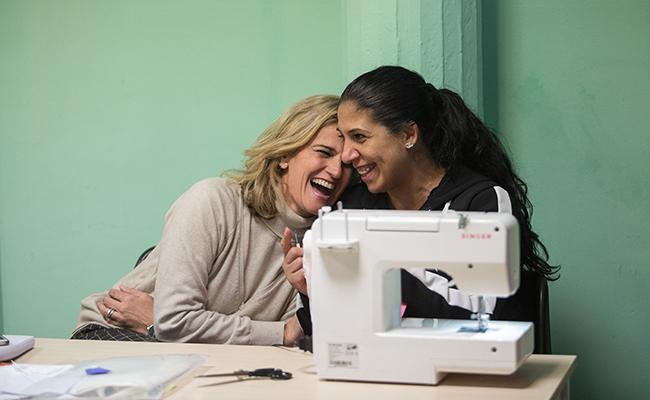 Blanca Parejo con una de las alumnas / Vanessa Gómez