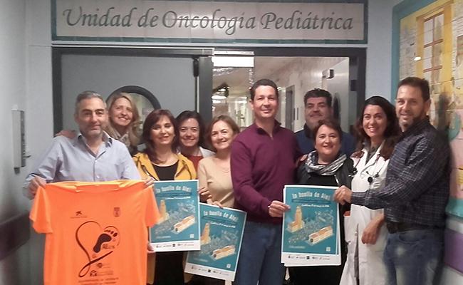 Los padres de Alex y colaboradores en la planta de oncología infantil del Virgen del Rocío