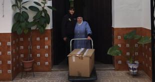 La Policía Nacional acudió a Utrera para entregar los alimentos