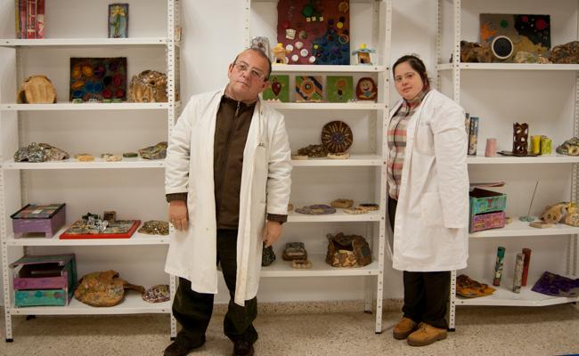 Carlos y Paula junto a una gran variedad de trabajos / L.A.