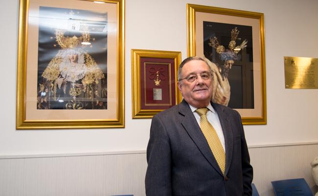 Javier Vega, director del centro, posa en la sala de espera / L.A.