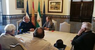 Encuentro entre los miembros de la plataforma y la alcaldesa de Alcalá