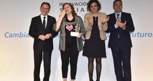 Recoge el premio Ana Bella, fundadora de la entidad premiada