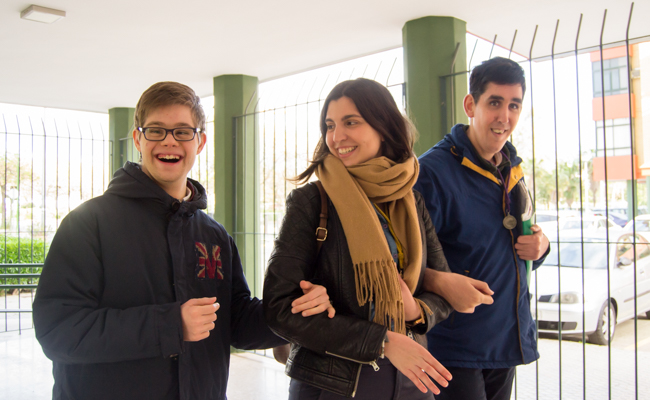 Laura junto a Alberto y Juanma suelen salir de paseo / L.A.