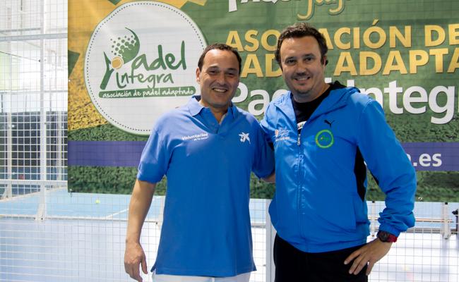 Andrés Jerez, voluntario de la Caixa, y Andrés Mompín, director técnico de Pádel Integra / L.A.
