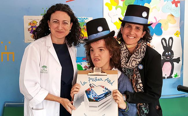 Rocío Troya junto a la presidenta de la Fundación El Gancho, Marta Baturone, y la directora del Hospital Virgen del Rocío, Nieves Carrasco. Foto: Juan José Úbeda.