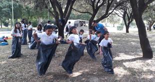 Niños de la Asociación de Mujeres de Santiago El Mayor de Utrera participan en las actividades de la Caixa
