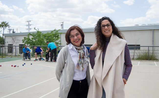 Juana Naranjo, coordinadora de ocio y deporte de Aspace, junto a la directora gerente, Manuela García / R.S.
