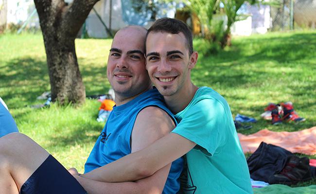 Los hermanos Sergio y Juan en el campamento de verano de Ápice