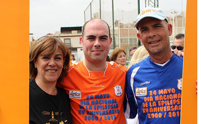 Sofía Gómez junto a su hijo Sergio y su marido