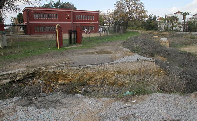 Los malos accesos al colegio Corpus Christi antes de las reformas / Rocío Ruz