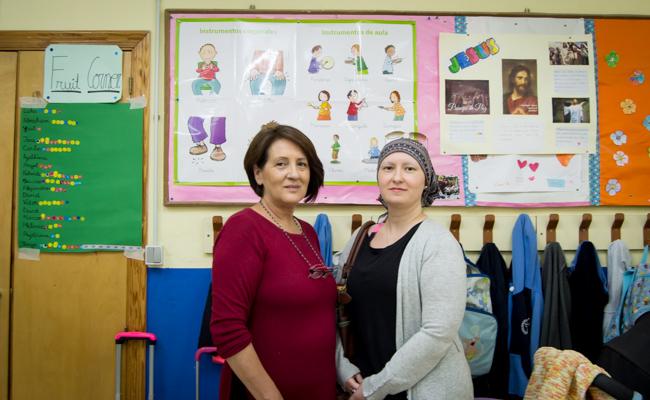 Fernanda Calleja, antigua alumna, y Olga Rubio, miembro del AMPA / L.A.
