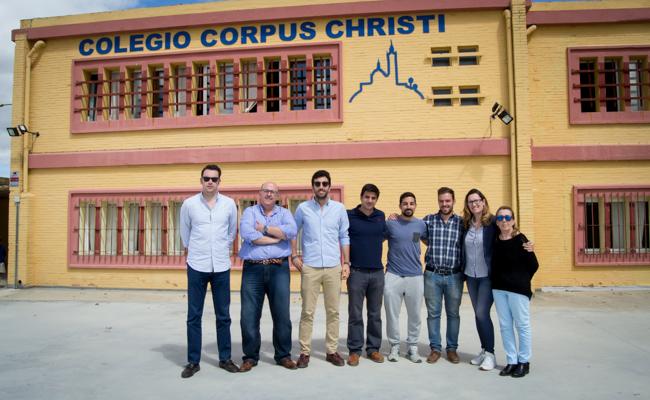Equipo de profesores del Colegio Corpus Christi / L.A.