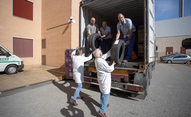 Se trata del primer contenedor que el hospital envía a África Foto: Vanessa Cárdenas