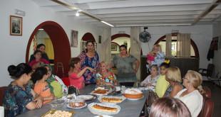 El taller de cocina es una de las actividades que impulsa Cáritas de Santiago