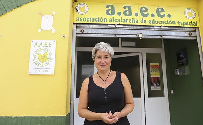 Auxi Sánchez, directora de la Asociación Alcalareña de Educación Especial en la sede de Alcalá de Guadaira. FOTO: ROCÍO RUZ