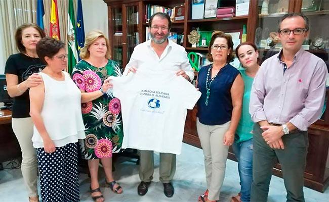 En la imagen Cristina Rubio con el alcalde de Carmona, Juan Ávila y dos concejales de la ciudad
