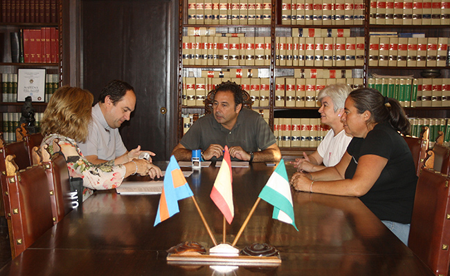 Ayuntamiento y Cáritas de Mairena del Alcor ayudarán a las familias con dificultades socioeconómicas