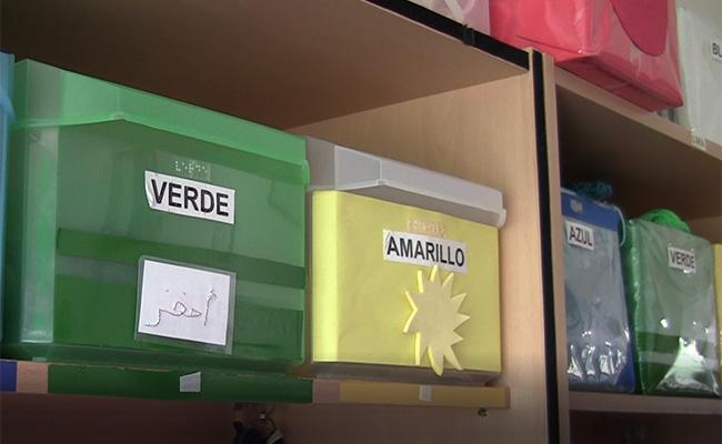 Cajas señalizadas en el taller de mimbre
