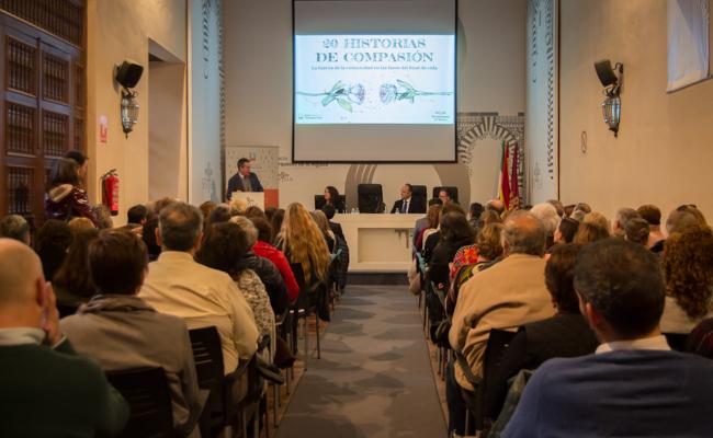La sala se llenó en la presentación del libro «20 Historias de Compasión» / L.A.