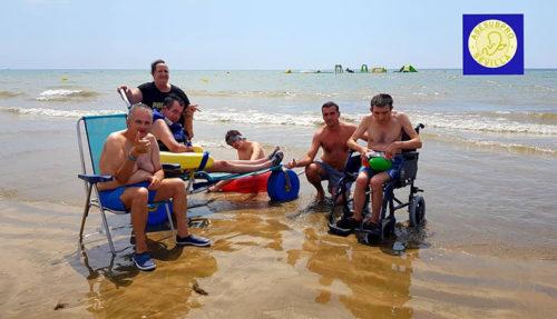 Usuarios de Asesubpro en la orilla de la playa