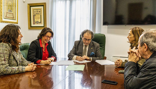 Isabel Donado y José Antonio Fernández firman el convenio de colaboración entre ambas entidades
