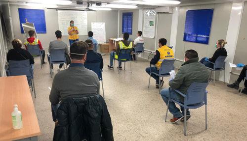 Doce voluntarios asisten a una clase sobre medidas de seguridad